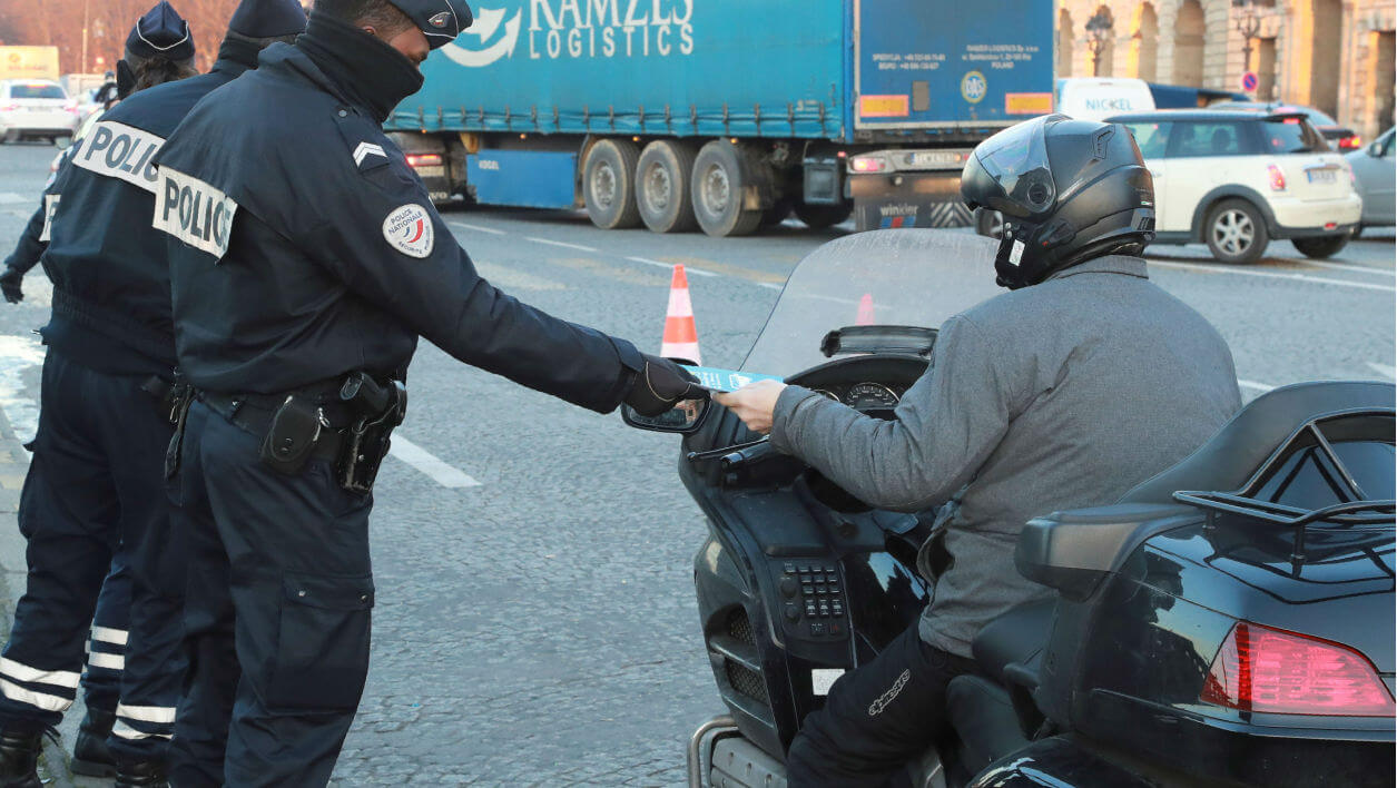 Paris: un collectif part en guerre contre les incivilités des deux-roues  (via auto.bfmtv.com)