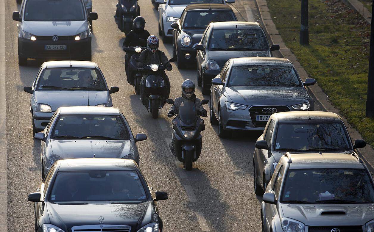 Jimmy Mohamed: «Sur la route, les scooters sont souvent irresponsables» (via rmc.bfmtv.com)