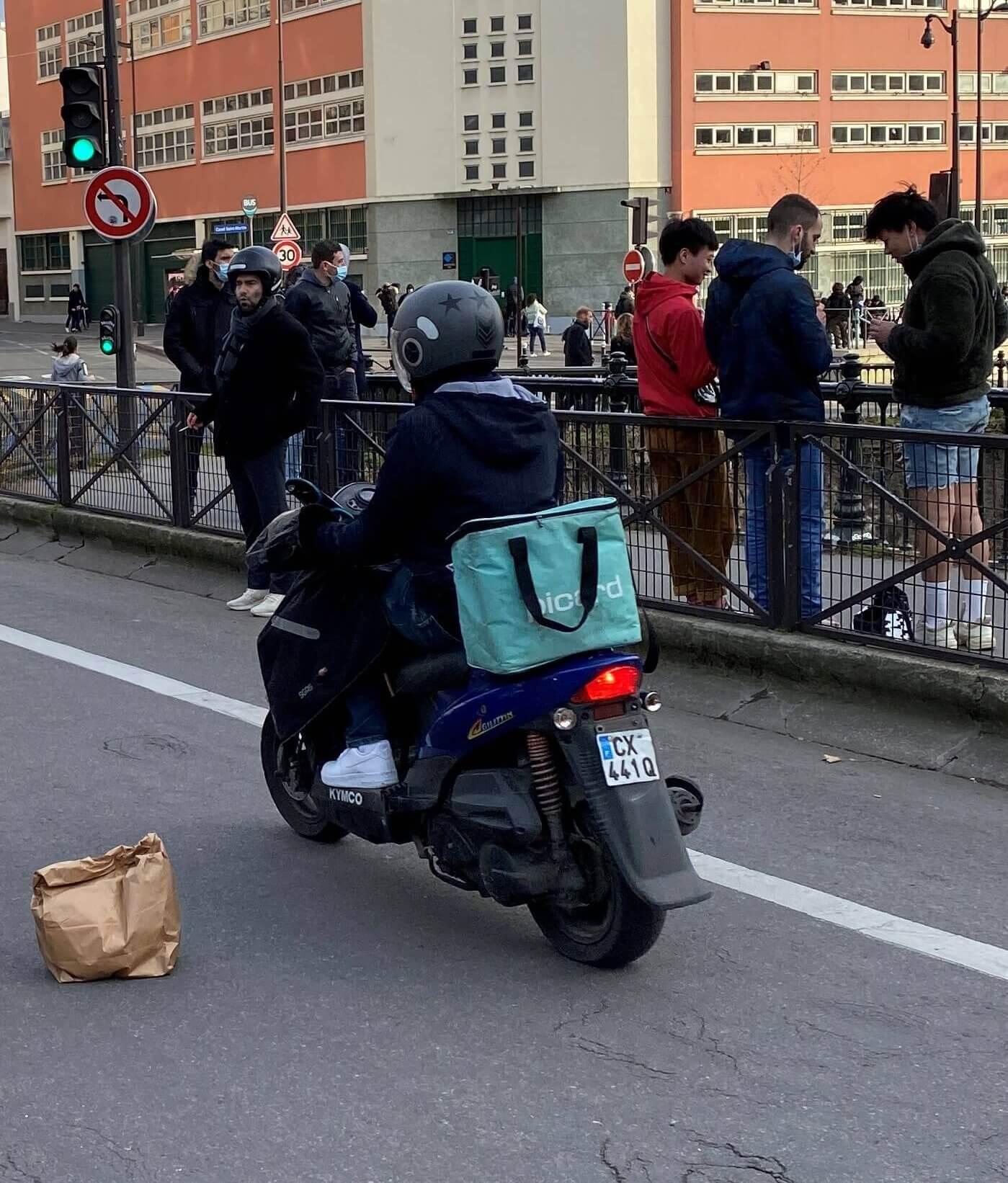 Livreurs de repas à scooter : quelle réglementation ?