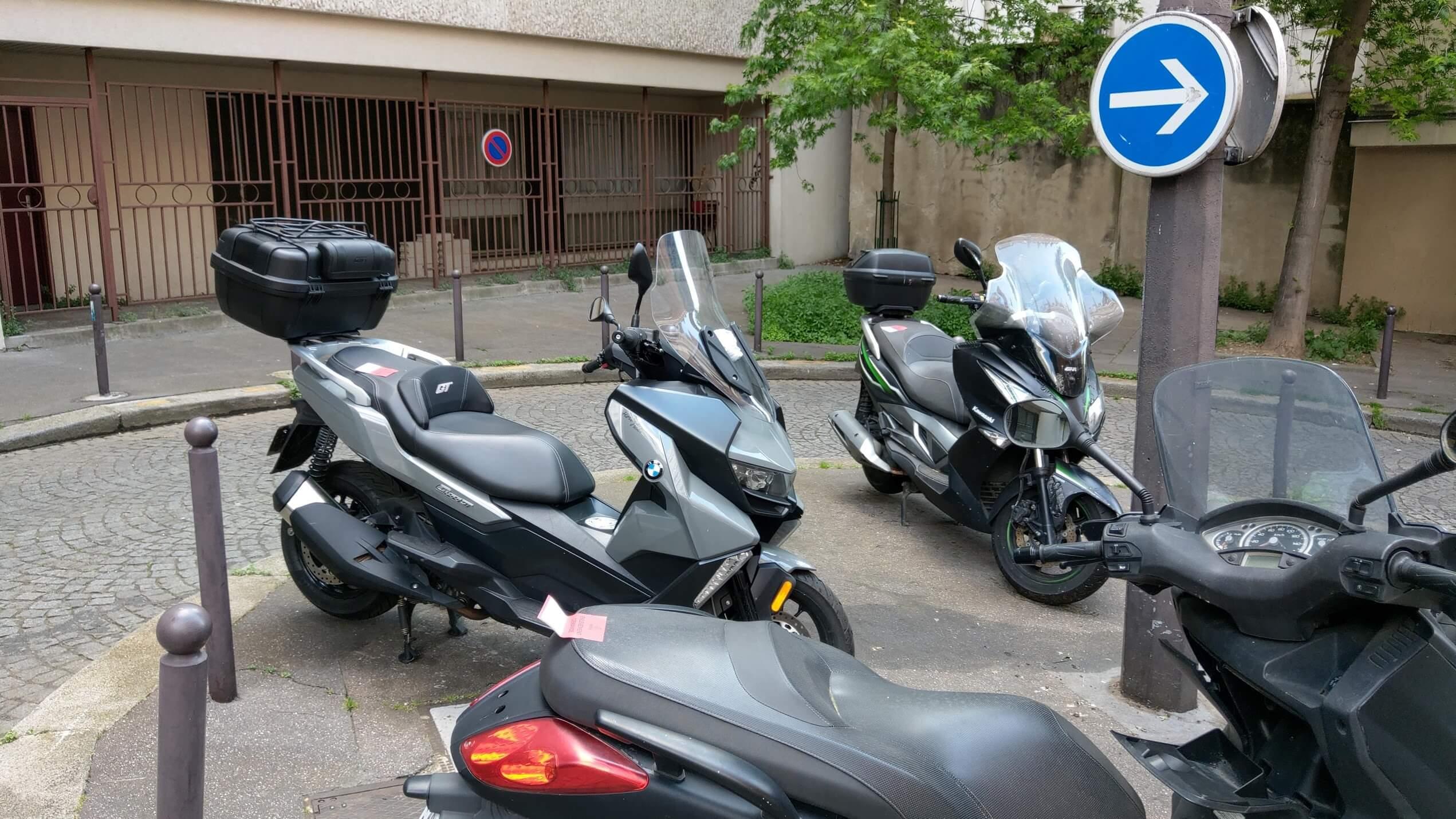 Ras Le Scoot salue la mise en place du stationnement payant pour les deux-roues motorisés